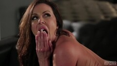 Brunette MILF Kendra Lust takes a hot fuck opportunity Thumb